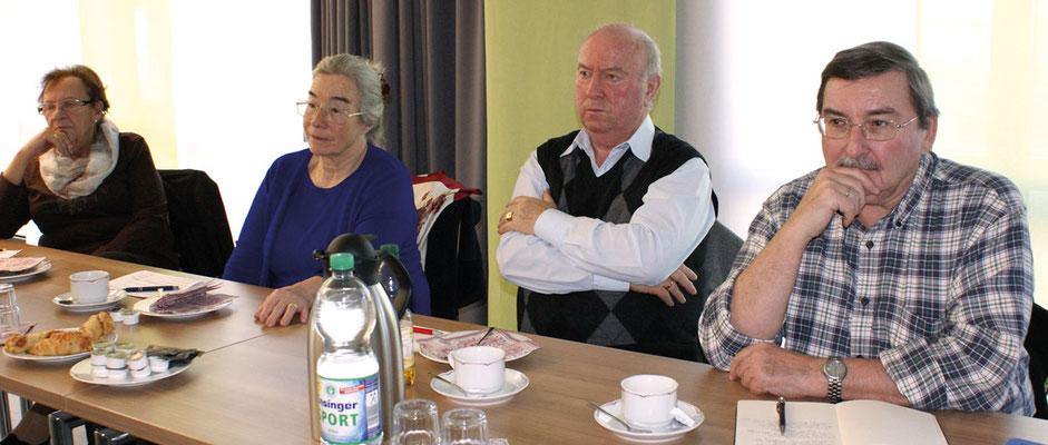 Aufmerksame Vertreter des Kreisseniorenrates (von links): Heidrun Klemke, Waltraud Bühl, Roland Schlichenmaier, Karl-Heinz Pscheidl. Nicht auf dem Foto: Gerhard Dannwolf.