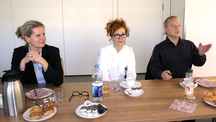 Informierten ausführlich und verständlich (von links): Klinikleiterin Claudia Bauer-Rabe, Oberärztin Ellada Heidebrecht und Geriatrieexperte Mathias Hahn.