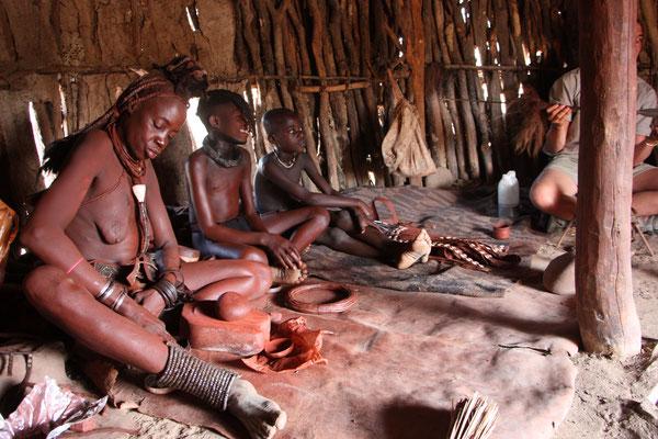 в жилище племени Химба