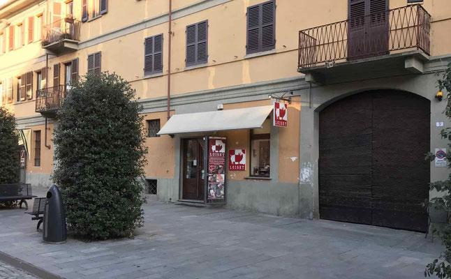esterno negozio Luiset salumeria Alba langhe