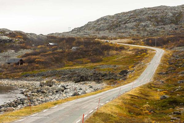 Unterwegs auf kleinen Straßen in Lappland.