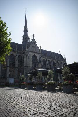 Beautiful Meerssen, oftewel Práchtig Meerssen. De naam van onze schoonheidssalon is een ode aan het prachtige Meerssen, gelegen in Zuid-Limburg, naast Maastricht. Foto: Basiliek & Markt Meerssen