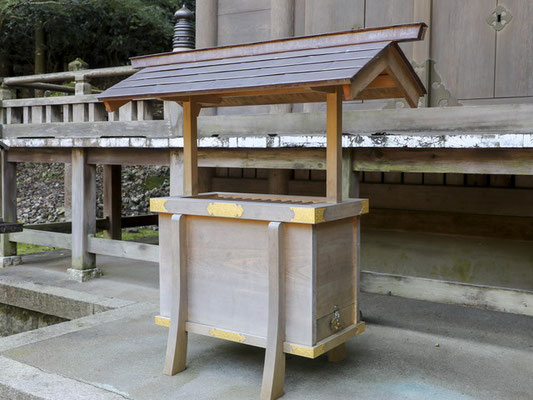 伊奈波神社の賽銭箱