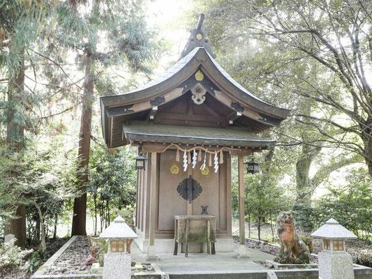 護国神社 鎮霊社の祠