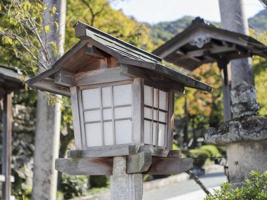 伊奈波神社の常夜燈(小)