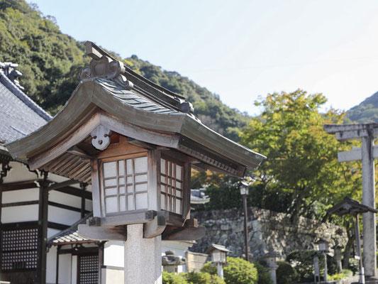 伊奈波神社の常夜燈(大)