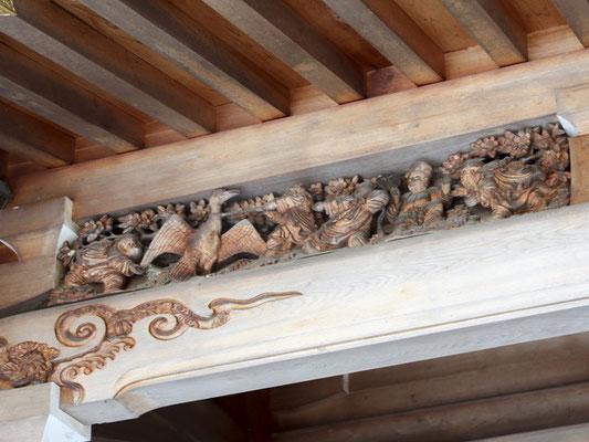 外拝殿に施した鵜飼の飾り彫り