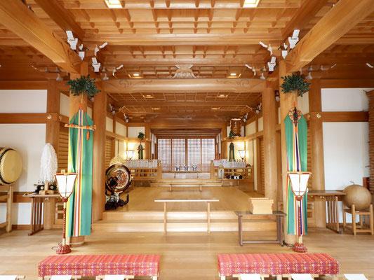 拝殿の内観