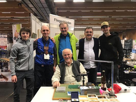 Die Fliegenbinder von Links nach Rechts: Luca Aichinger, Györfi Kiss, Karl Flick, Franz Schwabegger, Jan Kubala. Sitzend: F.X. Ortner