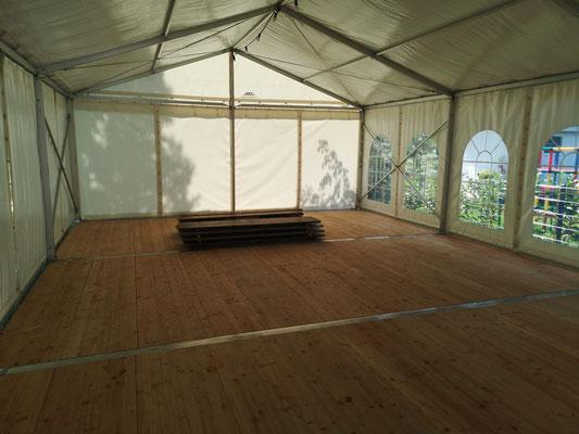 Partyzelt mit Holzboden (Innenansicht)