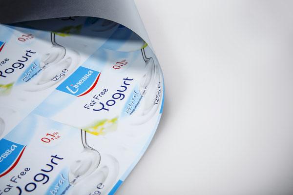 Deckelfolien von RATTPACK.eu AT / DE - optimal abgestimmt auf Ihr Produkt & Ihre Abpackmaschinen. Von Mono bis mehrlagig: Barriere & Verbundfolien für die Lebensmittelindustrie - optimiert