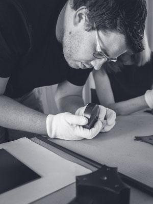 Kaia Lighting, Qualitätskontrolle, Kontrolle, Einzelteile, Mitarbeiter, Sebastian Frank Fotografie