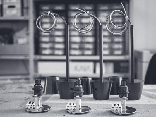 Kaia Lighting, Lampenbau, Lampe, Designerlampe, Luxuslampe, Handwerk, Montage, Werkzeug, Arbeiter, Sebastian Frank Fotografie