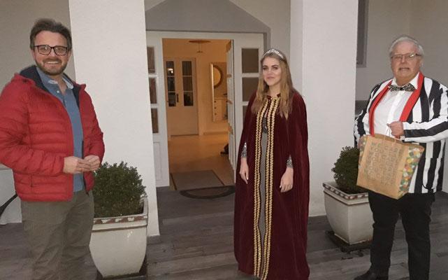 Prinzessin Laura I und Manfred Ott überraschen Oberbürgermeister Peter Boch im Homeoffice
