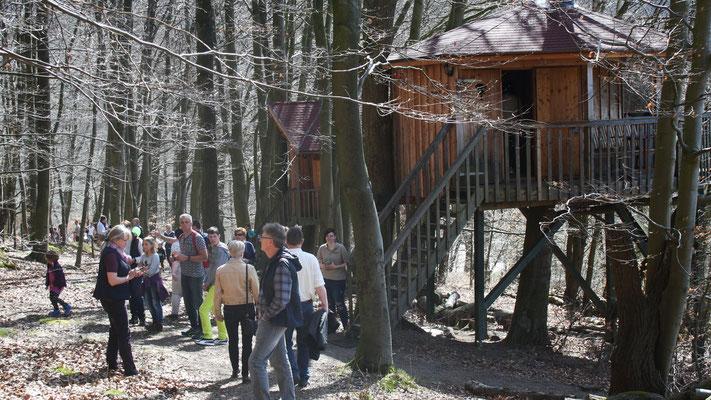 Alle Baumhäuser können besichtigt werden.