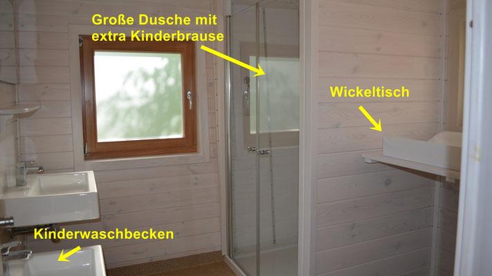 Familiendusche, Duschwagen. Bild: Baumhaushotel Solling