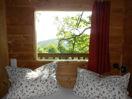 Baumhaus Sollingblick,  Doppelbett. Bild: Baumhaushotel Solling.