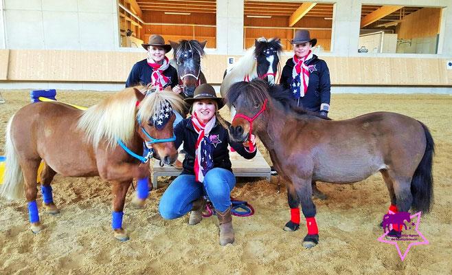 Das Team Shetty-Sport: Helene Kohlschmid, Ruth Katzenberger, Yvonne Katzenberger und ihre Ponys