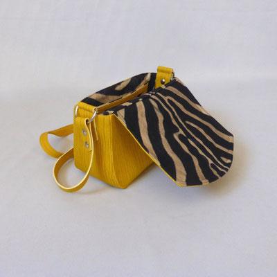 Schultertasche Plissee Yellow mit Zebra