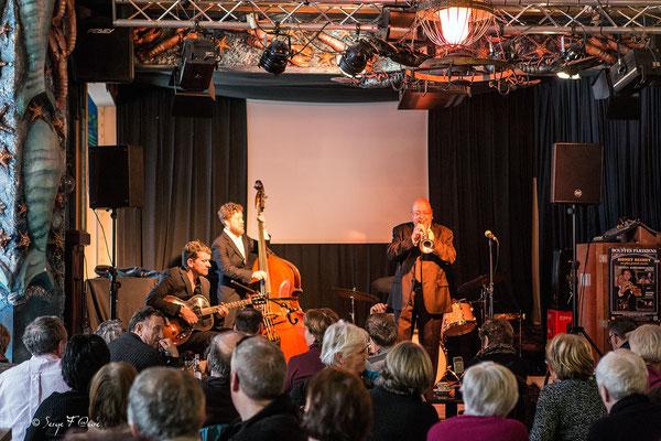 Patrick Artero Formation - Patrick Artero (trompette), Guillaume Nouaux (batterie), Sébastien Girardot (contrebasse) & David Blenkhorn (guitare) - 26ème Festival de jazz 2015 (Sancy Snow Jazz) Le Mont Dore - Auvergne - France