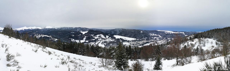 Vue panoramique de la Bourboule l'hiver dans le Massif du Sancy - Vu du chemin de la sapinière à Murat le Quaire - Auvergne - France