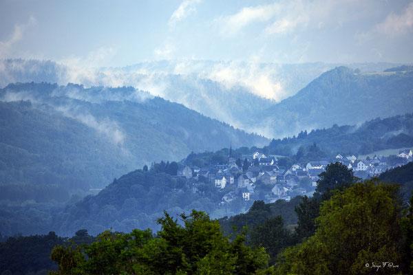 Lever de jour sur St Sauves d'Auvergne - Massif du Sancy - Auvergne - France