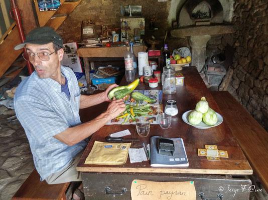 Jean-Luc dans son accueil pèlerins et chemineurs à Roumégoux - Tarn - France  (sur le chemin de Compostelle - 2014)