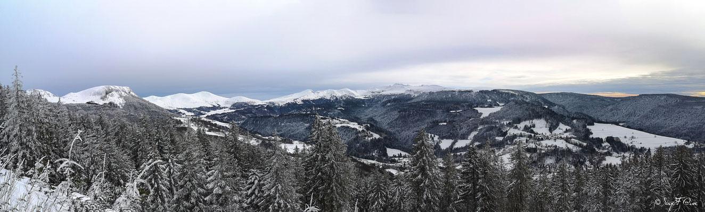 Panoramique - Vue sur le Puy de Sancy du chemin  de la sapinière à Murat le Quaire - Massif du Sancy - Auvergne - France