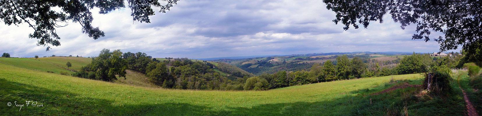 Photo panoramique - Sur le chemin de St Jacques de Compostelle (santiago de compostela) - Le Chemin du Puy ou Via Podiensis (variante par Rocamadour)