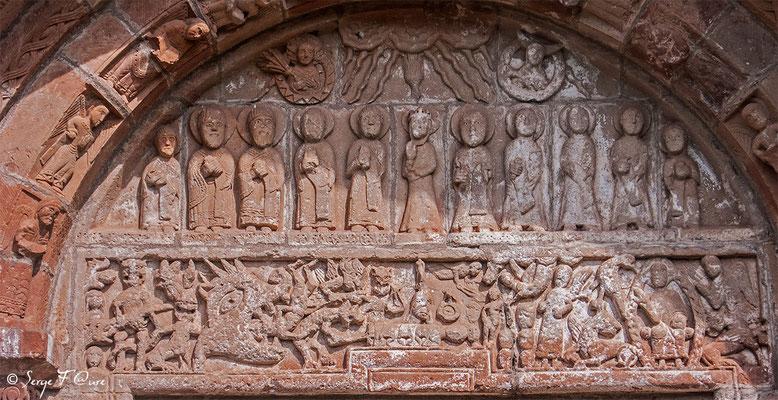 Détails du Tympan de la Chapelle de Perse à Espalion - France - Sur le chemin de St Jacques de Compostelle (santiago de compostela) - Le Chemin du Puy ou Via Podiensis (variante par Rocamadour)