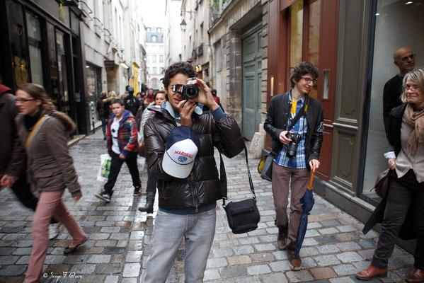 """""""Tel est pris qui croyait prendre"""" Humans of Paris - Rue Vieille du Temple - Avril 2012"""