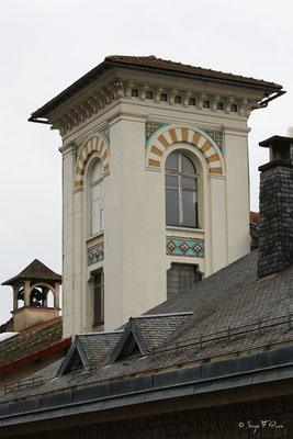 Détail de la toiture de la Mairie de La Bourboule - Auvergne - France