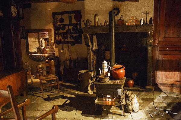 Salle commune - Scénomusée la Toinette et Julien - Murat le Quaire  - Massif du Sancy - Auvergne - France