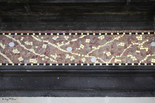 Détail des mosaïques de la façade du Casino de La Bourboule - Auvergne - France