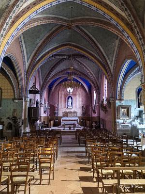 Intérieur de l'église catholique à Saint-Antoine - France - Sur le chemin de Compostelle