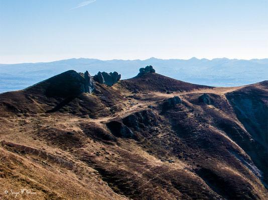 Les aiguilles du diable - Massif du Sancy (Le Puy de Sancy au centre altitude de 1886 m) - Auvergne - France