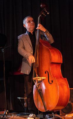 """Bruno Rousselet (contrebasse) - """"Philippe Milanta Trio"""" - Sancy Snow Jazz 2016 - Café de la Plage à La Bourboule - Auvergne - France"""