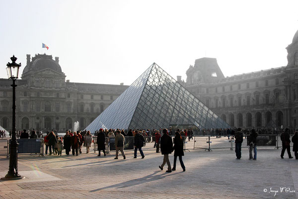 La pyramide du Louvre - Paris - France - 2006