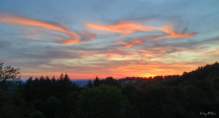 Coucher de soleil vu de Murat le Quaire - Massif du Sancy - Auvergne - France