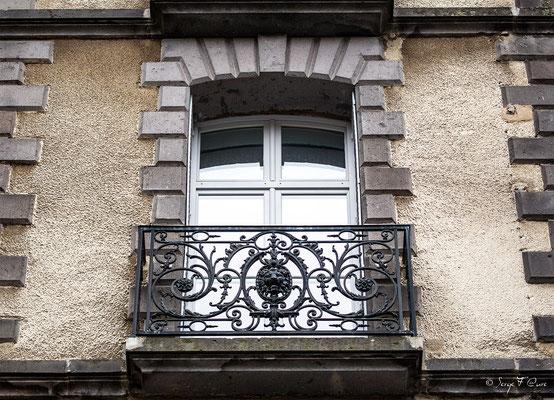 Balcon en fonte ouvragée et aux initiales du Médicis Palace à La Bourboule - Auvergne - France