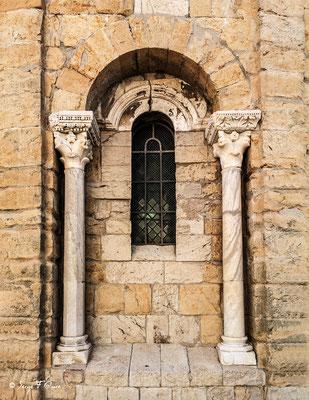 Vitrail du Chœur vu de l'extérieur de l'église de Notre-Dame-de-la-Mer - Les Saintes Maries de la Mer - Camargue - Bouches du Rhône - France