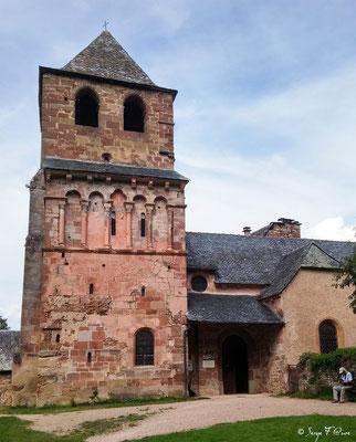 Eglise de St Pierre de Besséjouls - France - Sur le chemin de St Jacques de Compostelle (santiago de compostela) - Le Chemin du Puy ou Via Podiensis (variante par Rocamadour)