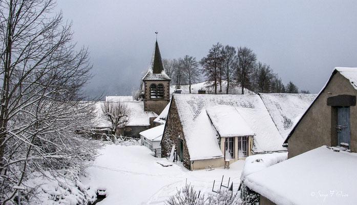 Le village de Murat le Quaire sous la neige - Massif du Sancy - Auvergne - France