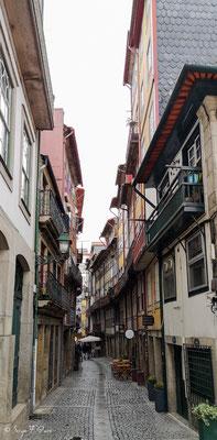 En déambulant dans les rues de la ville historique de Porto - Portugal