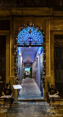 Entrée d'Hôtel dans les rues de la vieille ville de Porto - Portugal