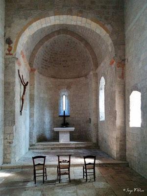 Dans un vallon au doux nom de « Combe du miel », se dresse la petite chapelle romane de Saint Sernin du Bosc, bâtie au 11ème siècle - à côté de Lauzerte - Tarn-et-Garonne