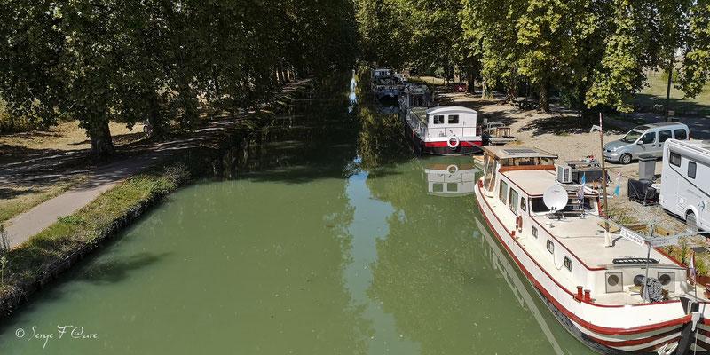 Le canal latéral à la Garonne à Malause - France - Sur le chemin de Compostelle