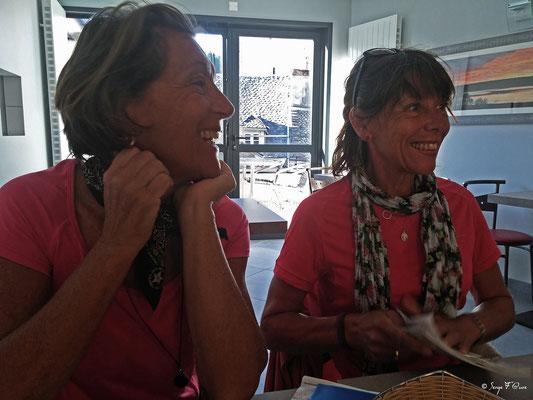 Martine et Michèle à Saint-Chély-d'Aubrac - France - Sur le chemin de St Jacques de Compostelle (santiago de compostela) - Le Chemin du Puy ou Via Podiensis (variante par Rocamadour)