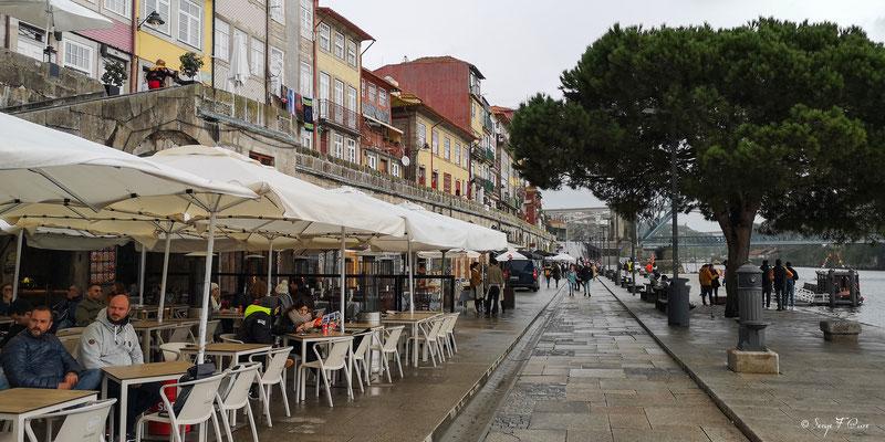 Cais da Ribeira de la ville historique de Porto - Portugal