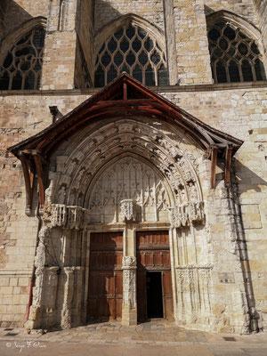 Porche et Tympan de la Cathédrale St Pierre  à Condom - Gers - France - Sur le chemin de Compostelle